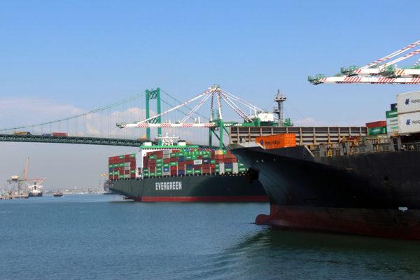 port-of-la-01